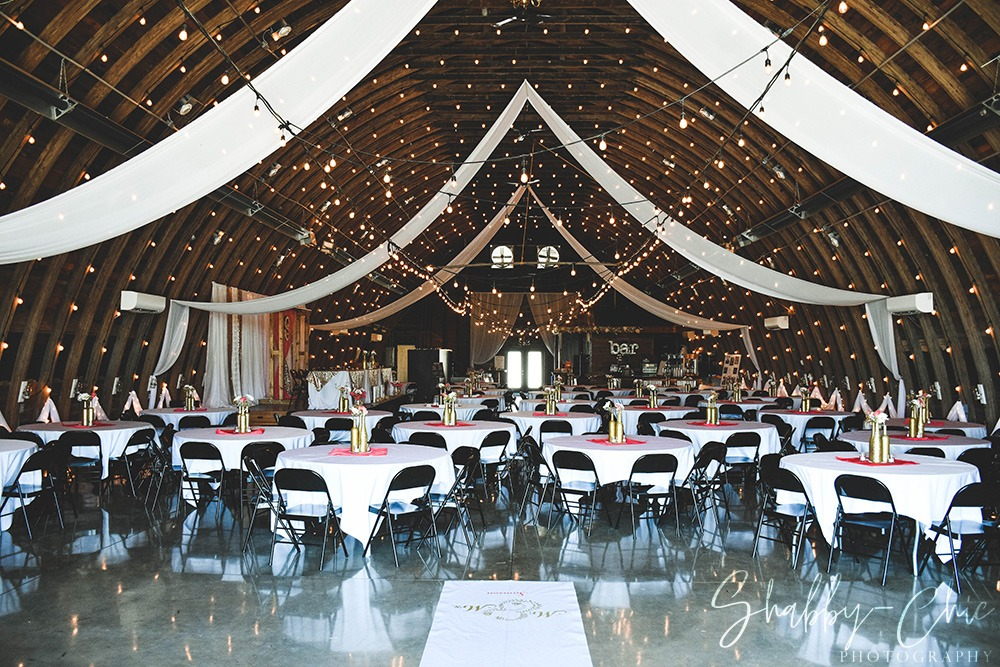 barn-interior-decorations-shabby-chic-photograpy-debbies-celebration-barn