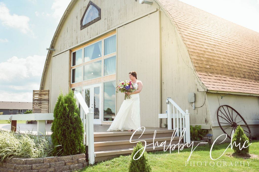 bride-outside-barn-shabby-chic-photography-debbies-celebration-barn