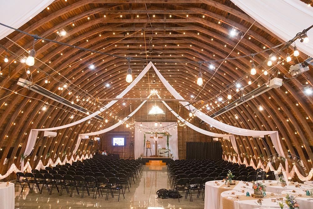 ceremony-chairs-jennifer-weinman-photography-debbies-celebration-barn