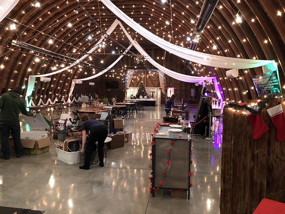 christmas-event-setup-debbies-celebration-barn