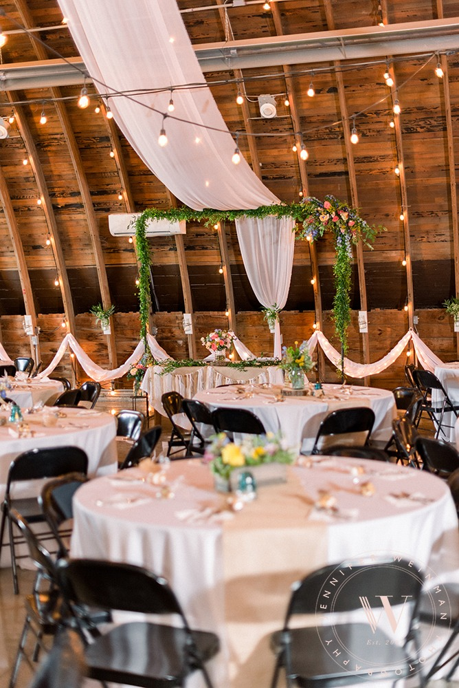 head-table-jennifer-weinman-photograph-debbies-celebration-barn