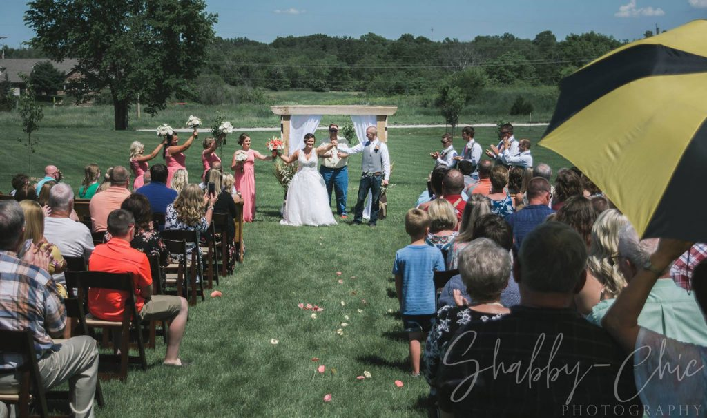 outdoor-ceremony-shabby-chic-photography-debbies-celebration-barn