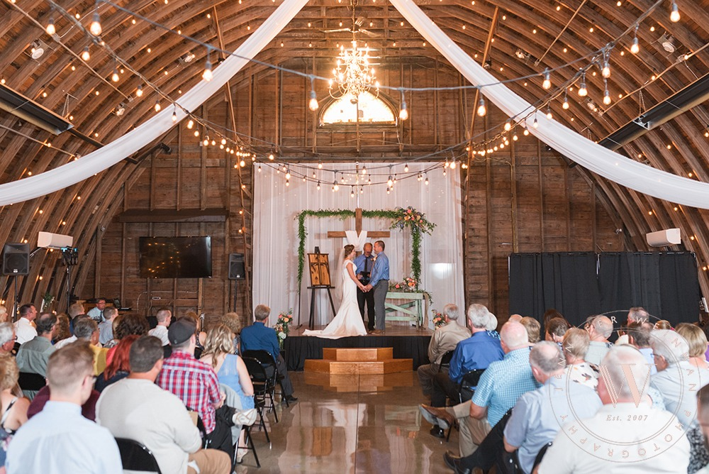 wedding-ceremony-jennifer-weinman-photography-debbies-celebration-barn